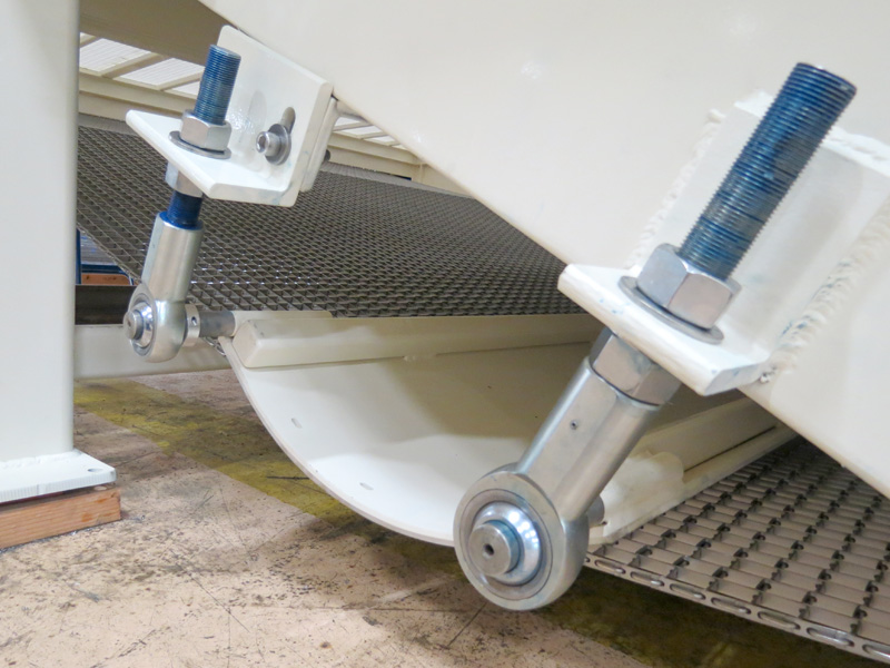 JXL-138 Chain Tensioning System with Abrasion Resistant UHMW Sheets and Roller